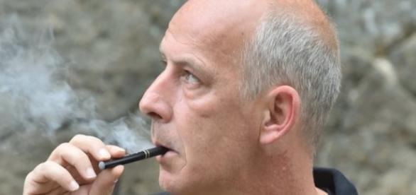 Mario Basler (47) möchte uneingeschränkt rauchen / Foto: Twitter, Mario Basler