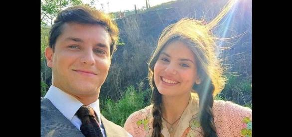 Camila Queiroz e Klebber Toledo: romance da novela foi para a vida real