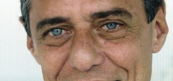 Chico Buarque foi um dos que assinaram a carta