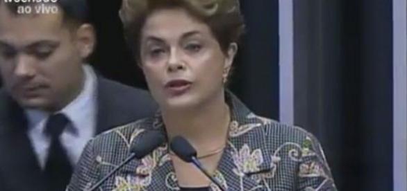 Dilma chora ao falar de câncer e Getúlio