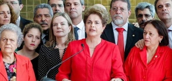Dilma Rousseff faz declaração após impeachment com os aliados