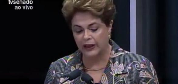 Dilma se emociona durante discurso