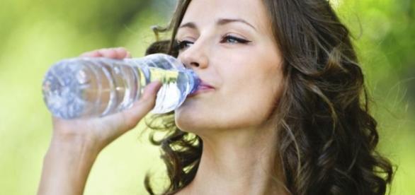 Os benefícios que a água traz para o organismo