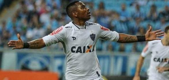 Robinho agradece a Deus, ao trabalho e ao elenco pelos bons resultados no Atlético
