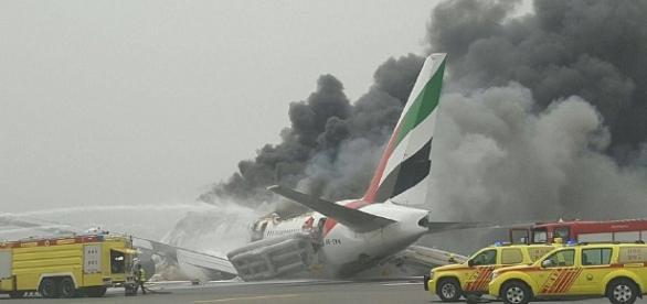 Accident aviatic la aterizare pe aeroportul Internațional din Dubai în care a fost implicat un Boeing 777 cu 300 de persoane la bord Foto: AI Arabya