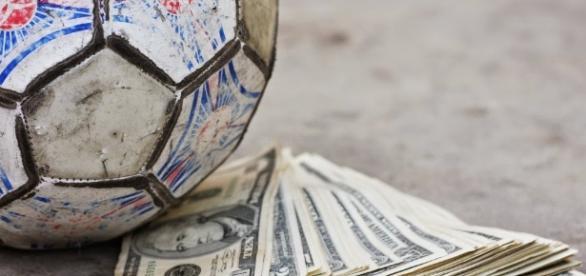Conheça os maiores negócios da época de transferências no futebol.