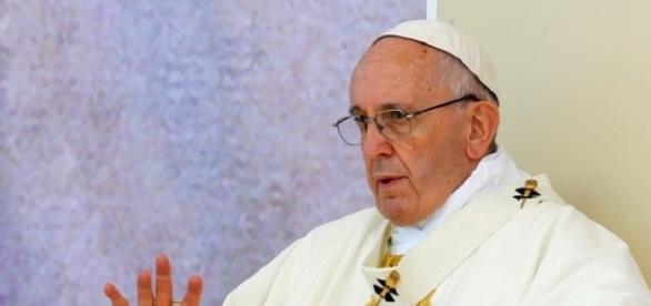 Papa lamenta ensino a crianças sobre escolha de gênero sexual