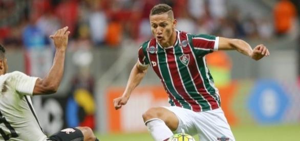 Pelo Brasileirão, Flu venceu o Corinthians, no Mané Garrincha (Foto: Jornal A Voz do Povo)