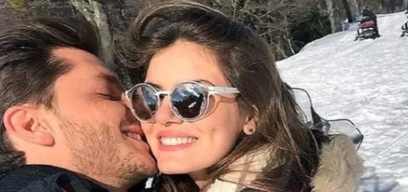 Camila e Klebber se irritam com comentários de internauta