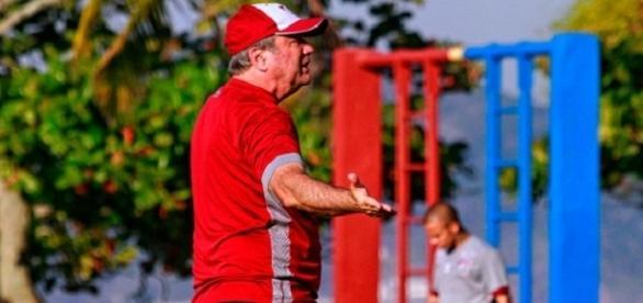 Levir Culpi foi umd dos maiores críticos por Flu ter enfrentado o Palmeiras em Brasília (Foto: Arquivo)