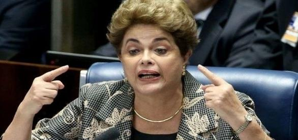 Presidente Dilma recusa a oferta de estudar no exterior, pelo menos por enquanto.