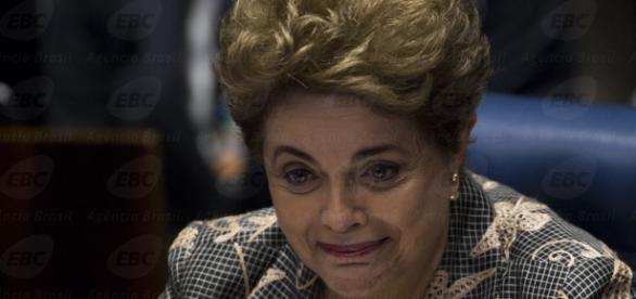 Dilma chora em discurso e pede voto pela democracia | Difusora - com.br