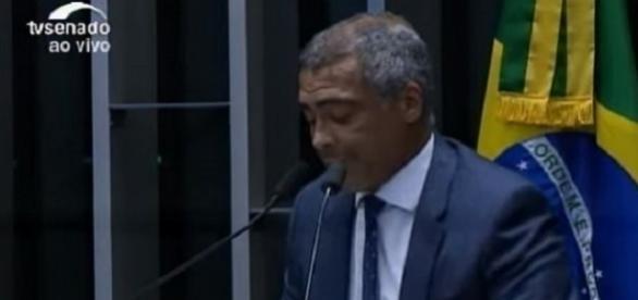 Senador Romário durante discurso na tribuna do Senado Federal