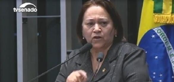 Senadora Fátima Bezerra durante discurso na tribuna