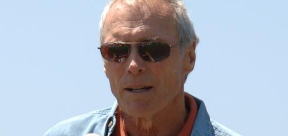Clint Eastwood slams Hillary Clinton and says he will vote for Trump! Photo: Wikimedia Commons by Autoreninformationen ansehen