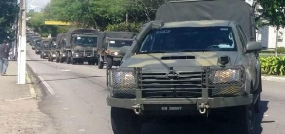 Exército chegando no RN pela manhã (Foto: Marksuel Figueredo/Inter TV Cabugi)