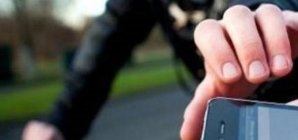 Jovem tem o iPhone roubado, enquanto jogava 'Pokémon Go'