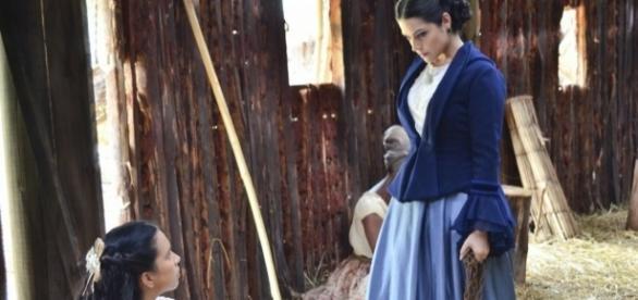 Juliana é ameaçada por Maria Izabel com um facão