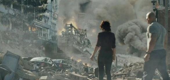 O astro The Rock protagoniza o filme 'Terremoto: A Falha de San Andreas' (Foto: Divulgação/Warner Bros)