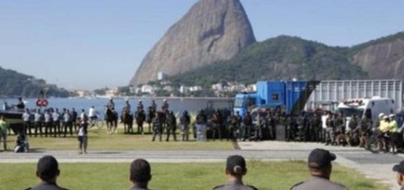 Polícia faz greve um dia antes de Olimpíada