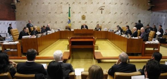 Ministros do STF defendem liberação apenas da maconha.