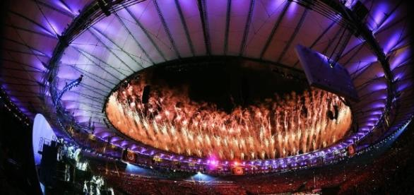 O Maracanã lotado assistiu à abertura da Rio 2016