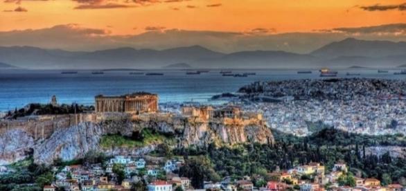 Atenas, capital da Grécia, berço da democracia e de homens inteligentes