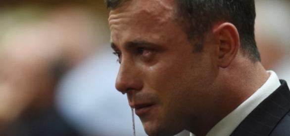 Pistorius chora ao ouvir condenação