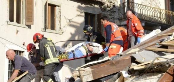Doi români au salvat nouă victime ale cutremurului din Italia