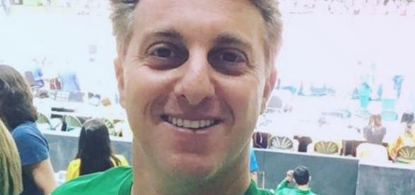 Torcida do Brasil vaia Luciano Huck