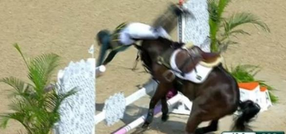 Cavalo joga brasileiro longe na Olimpíada