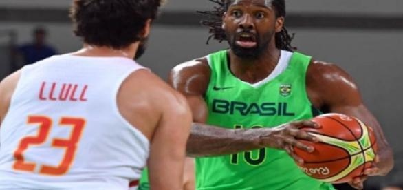 Com Nenê em quadra, Brasil derrota a Espanha no basquete masculino da Rio 2016 (Foto: AFP/ANDREJ ISAKOVIC)