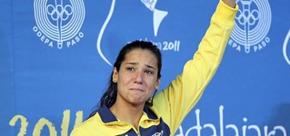 Joanna chora após ganhar medalha de prata nos 400m medley em 2011