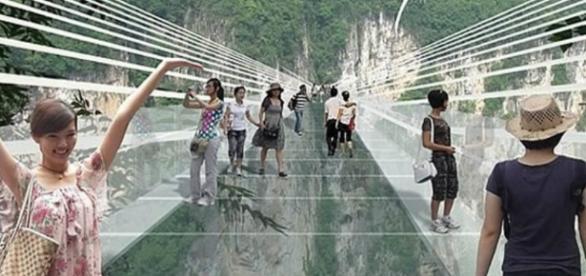 A ponte de vidro inaugurada na China é a maior do mundo
