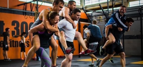 Las dinamicas en los ejercicios de Crossfit promueven la integración y participación entre los atletas