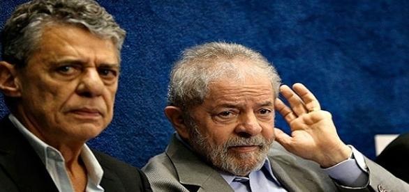 Lula em companhia de Chico Buarque, no depoimento da ex-presidente Dilma Rousseff.