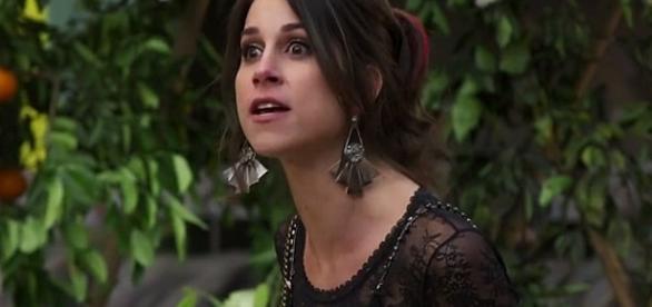 Carmela se irrita com Henrique e prepara um golpe contra ele