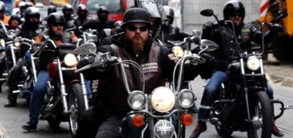 Contre le harcèlement d'enfants, un groupe de bikers escorte des ... - lareleveetlapeste.fr