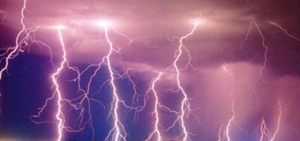 Roma, fulmine colpisce 2 uomini alla Garbatella