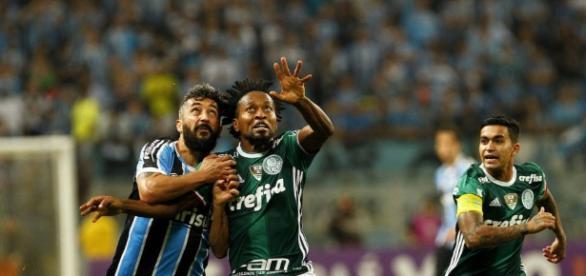 Palmeiras empata e volta a ser líder isolado no Brasileirão