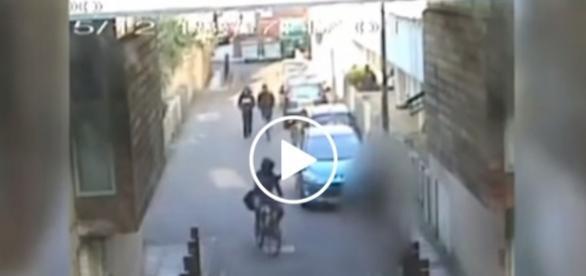 Napastnik strzelał do przechodniów, jadąc na rowerze.