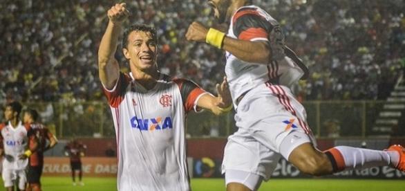 Revenciado por Leandro Damião, Fernandinho abriu o caminho da vitória do Flamengo em Salvador (Foto: Globoesporte)