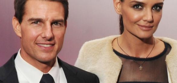 Tom Cruise fez Katie Holmes assinar contrato que a proíbe de ... - com.br