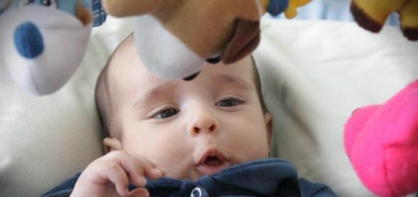 Alerta para os perigos de dormir junto com os bebês
