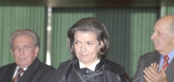Cármen Lúcia assume a presidência do Supremo