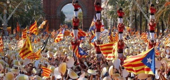 """Centinaia di migliaia in piazza contro Madrid: """"Catalogna ... - lastampa.it"""