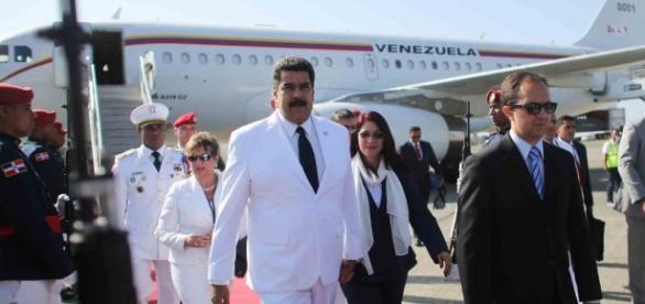 Maduro se transforma en el Roarke de la Isla de la Fantasía