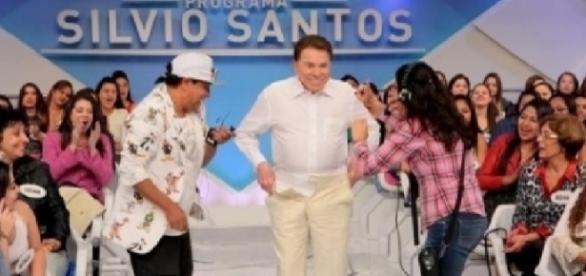 Silvio Santos surpreendeu ao tirar a roupa
