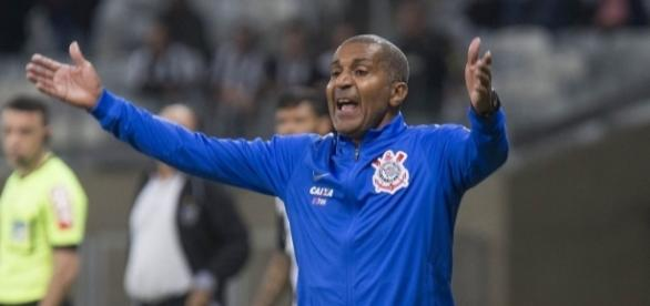 Torcida do Corinthians quer a saída do técnico Cristóvão Borges.