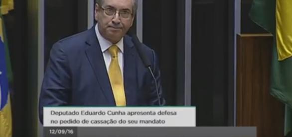Eduardo Cunha chora ao se defender